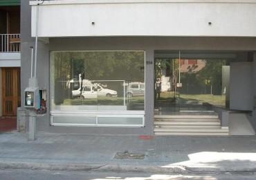 Local sobre avenida 19 La Plata Barrio Norte